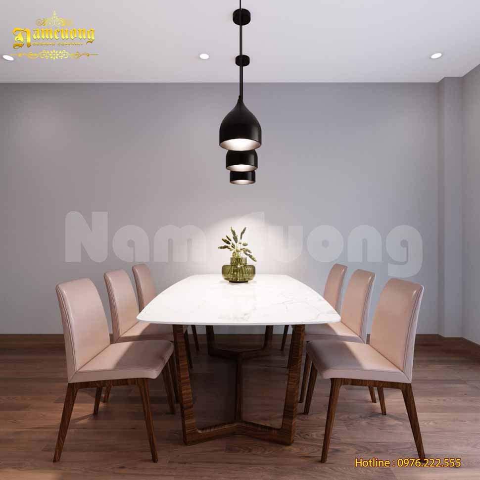 Bộ bàn ăn chiếm vị trí trung tâm của phòng bếp